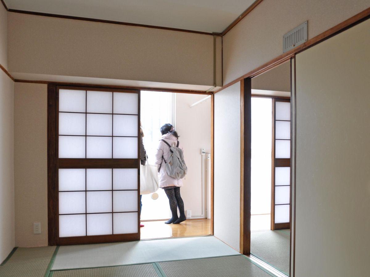 北堀江市街地住宅2DKのお部屋。ここにもサンルームがある。(UR都市機構  北堀江市街地住宅 )