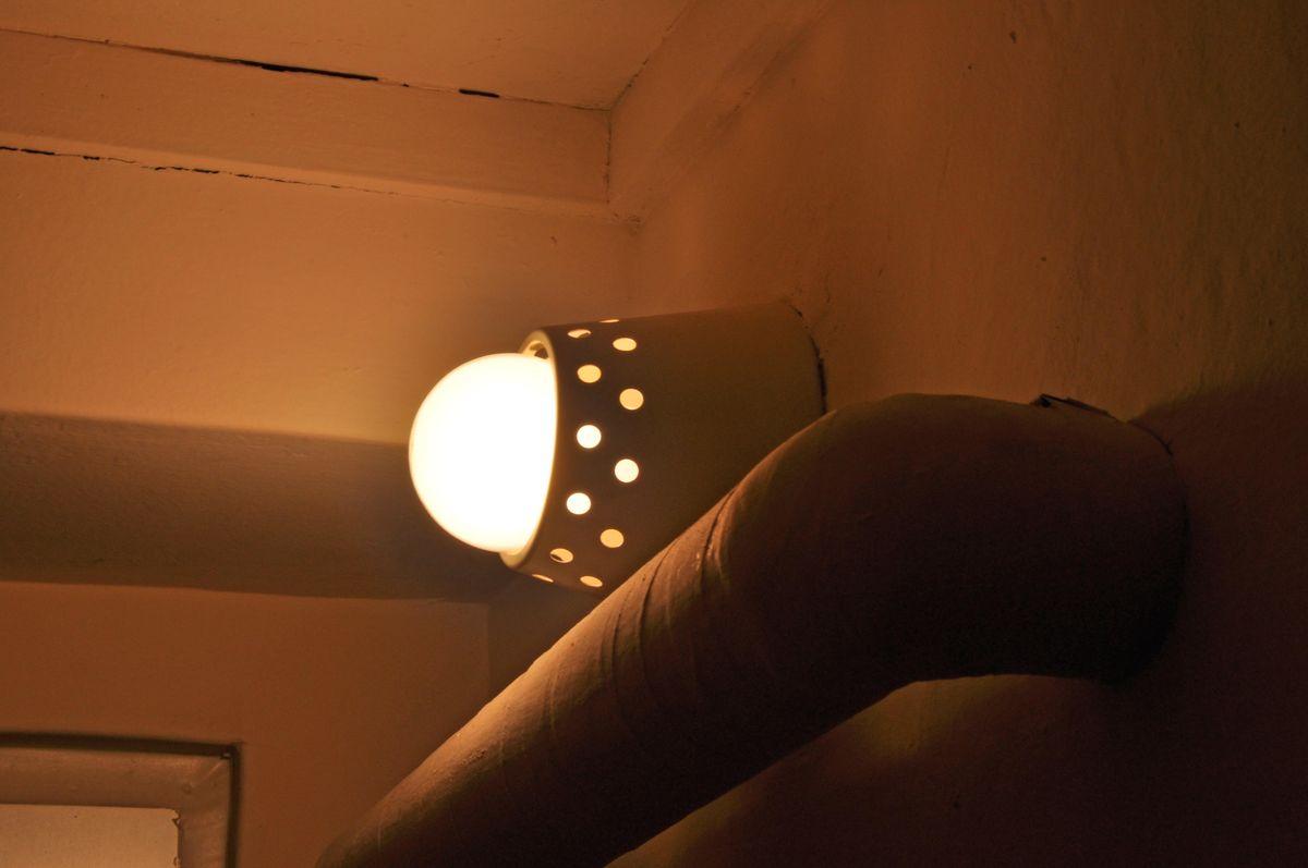 レトロな照明が現役で残っている