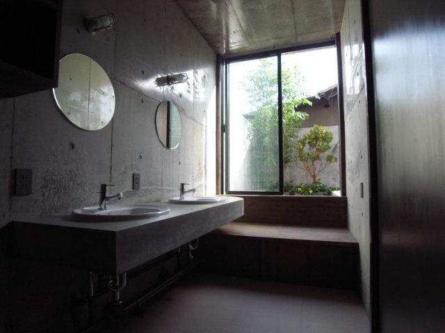 洗面室も。自分の中のシェアハウスの概念が崩れ落ちていきそうです。ホテルみたい。