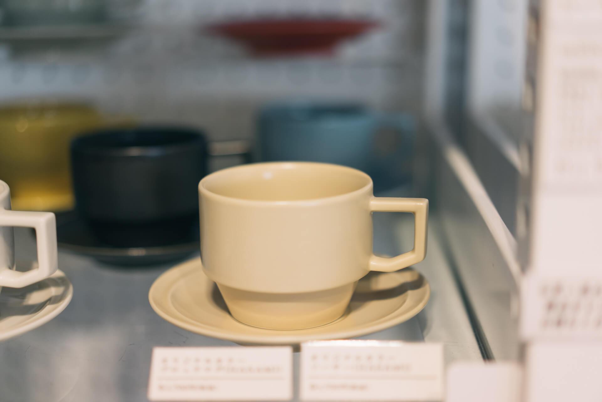 2012年にスタートした cotogoto は今年が5周年。こちらは5周年を記念してつくられた HASAMI×cotogoto のオリジナルカラーのカップ&ソーサー。