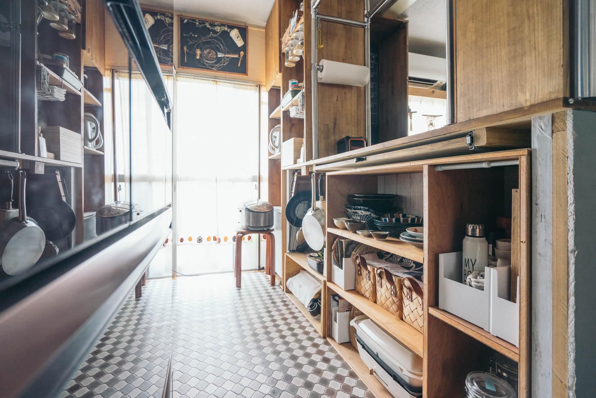 キッチン内側をみたところ。すべてのものが使いやすい位置にばっちり収まっています!