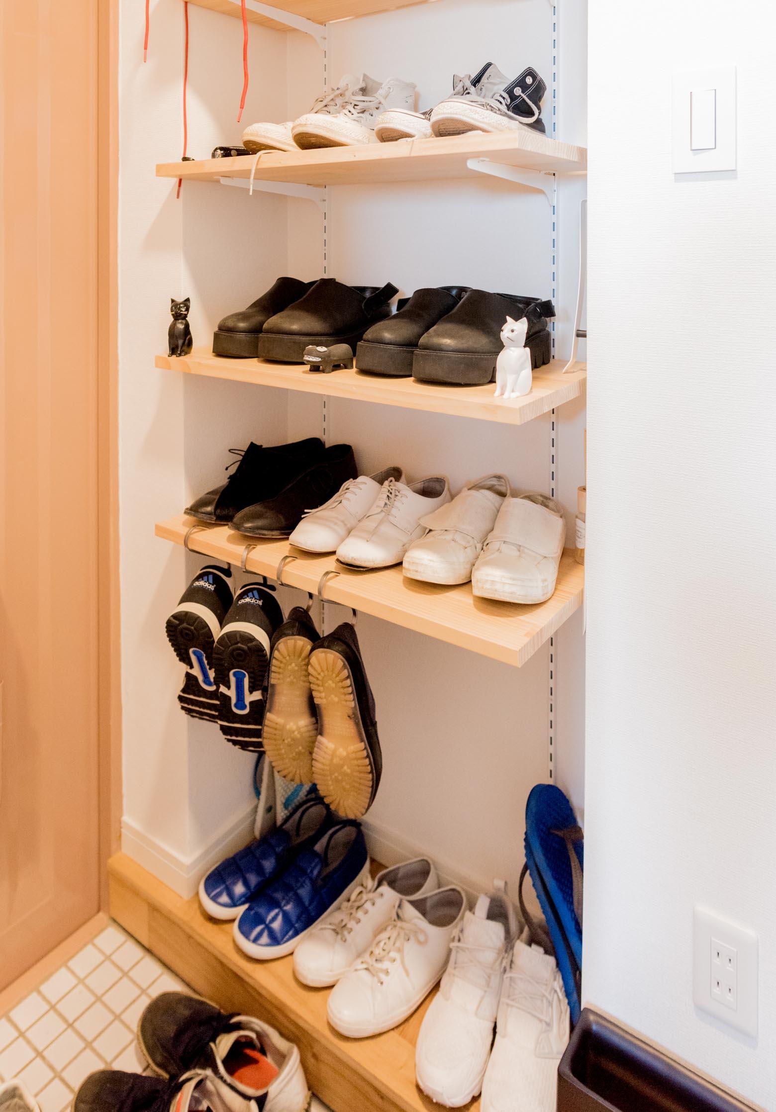 「いろいろお揃いにしてます」玄関を見ると、靴も2組セットだ。
