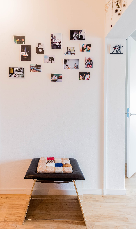ダイニングに置かれたこのイスも、展示会でオーダーしたロンドン在住のデザイナーの手によるもの。そして目を引いたのはその上の写真。