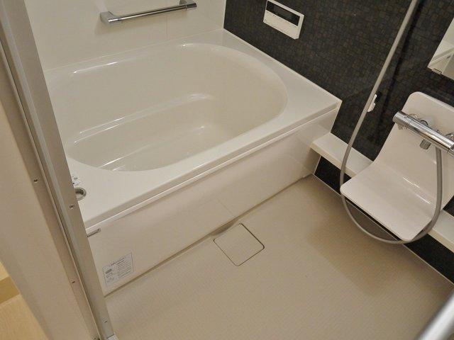 バスルームも嬉しい追い焚き+浴室乾燥付! ゆったりサイズのバスタブで癒されます。