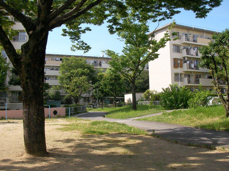 UR都市機構千里津雲台住宅:公園と緑が充実しているのは日々のメンテナンスの賜物