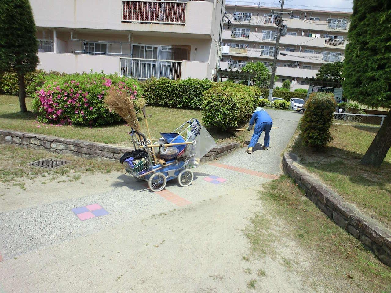 UR都市機構の団地ではほぼ毎日屋外が清掃されている
