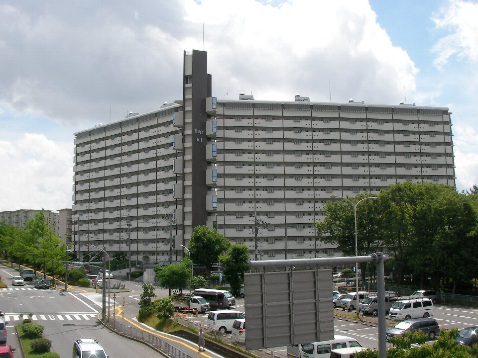 千里桃山台団地A:大阪府公社による分譲団地だが一部分譲賃貸として貸し出されている。