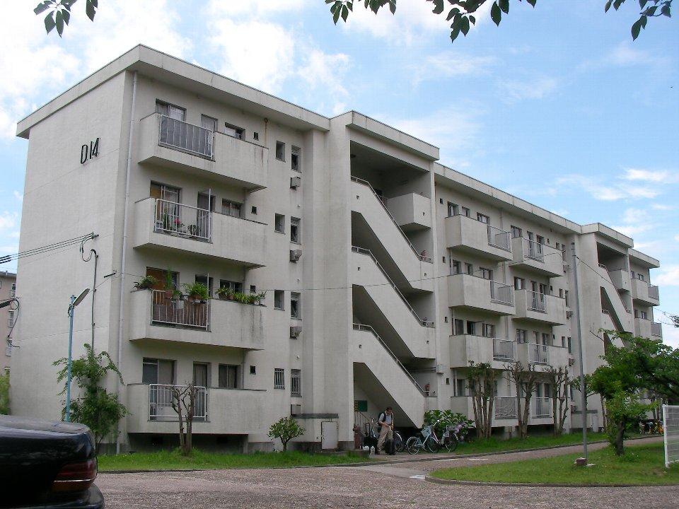 桃山台合同宿舎:階段の作りが特徴的な官舎