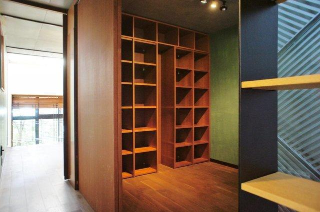 三階のフロアには書斎を完備。