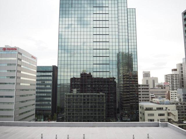 窓からの眺望はTHE都会。