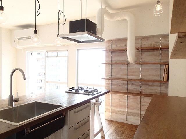 キッチンはちゃっかり普通の収納もあるっていう!