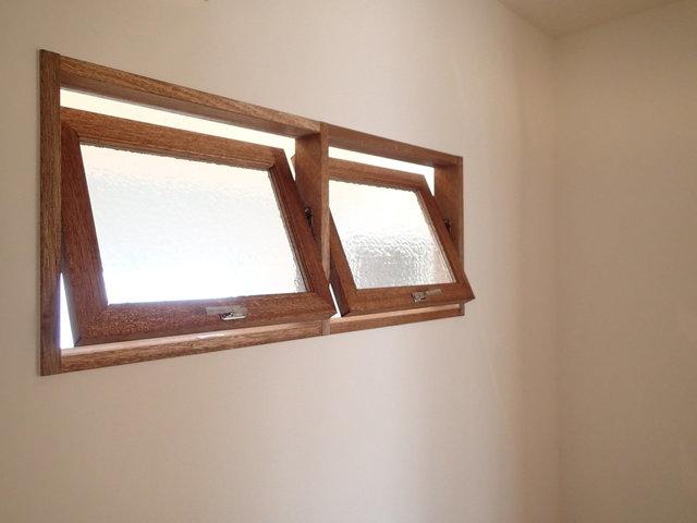 小窓で通気できますよ。土間とつながっています。