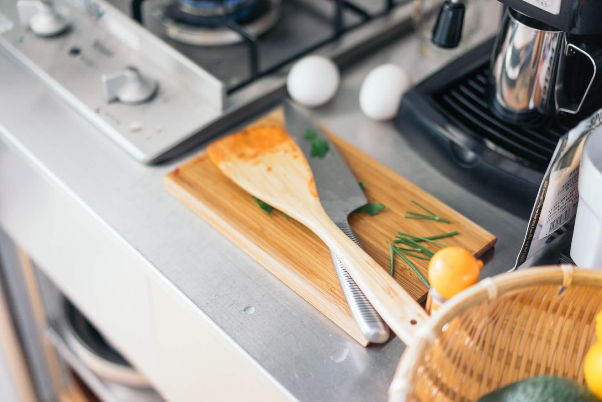 パンをカットするボードもそのまま食卓へ!