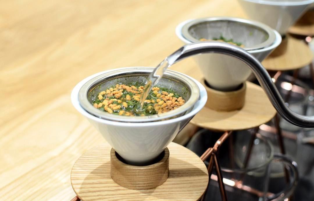 3煎目に、玄米を足して淹れる「玄米茶締め」。これも、東京茶寮オリジナルの淹れ方。お菓子をいただいたあとで、ちょっと香ばしい玄米茶が嬉しい。