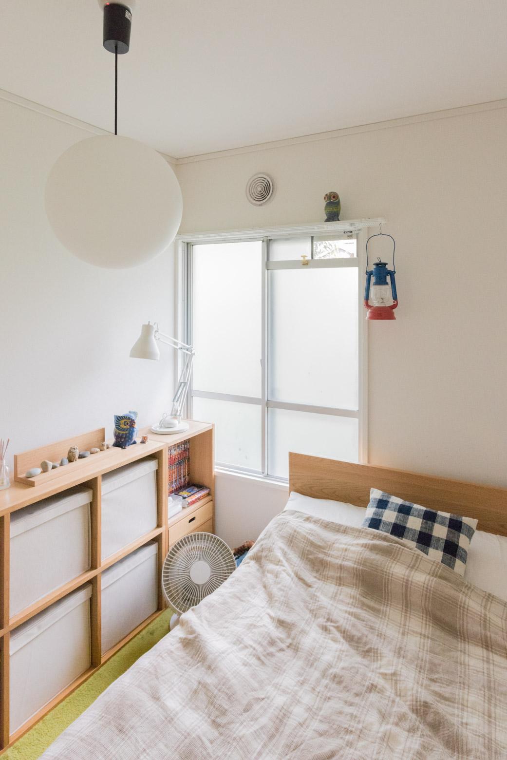 こちらは玄関脇にある寝室。決して広くはないが、すばらしく居心地が良かった。そしてあちこちキュート。