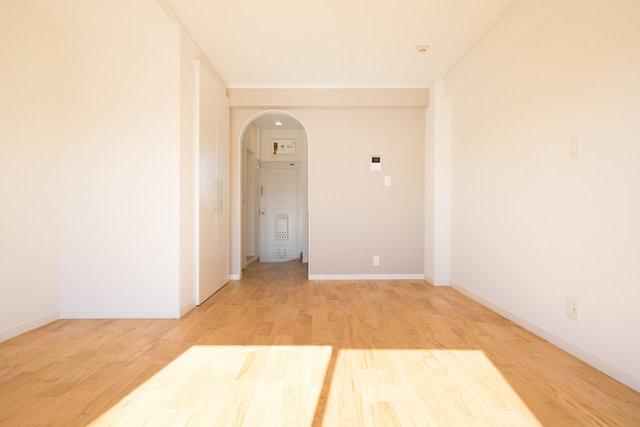 入り口はアーチ型。部屋のアクセントになってます。