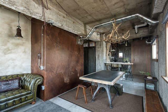 同じ部屋が何部屋もつくられる新築と違って、リノベーションの部屋はその1部屋だけにこだわりを詰め込んだ「1点モノ」も多くあります。時には、映画のワンシーンから抜け出たみたいなこんなスゴイ部屋も