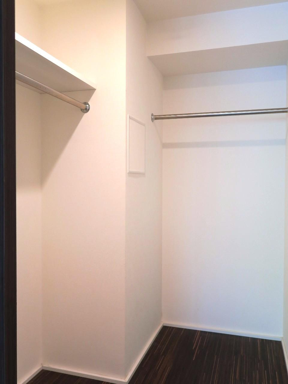 そうそう、収納量たっぷりのウォークインクローゼットが付いているので、お部屋自体は広く使えそうです。