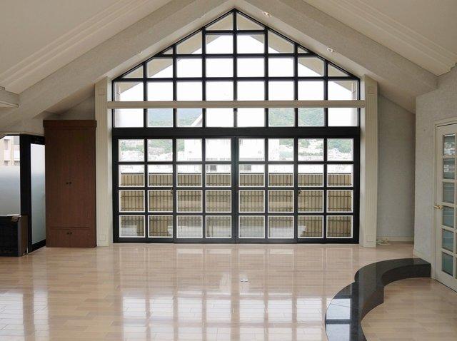 印象的な、この窓……!