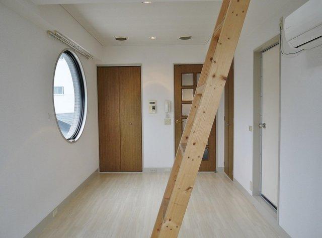 居室にも丸い窓。