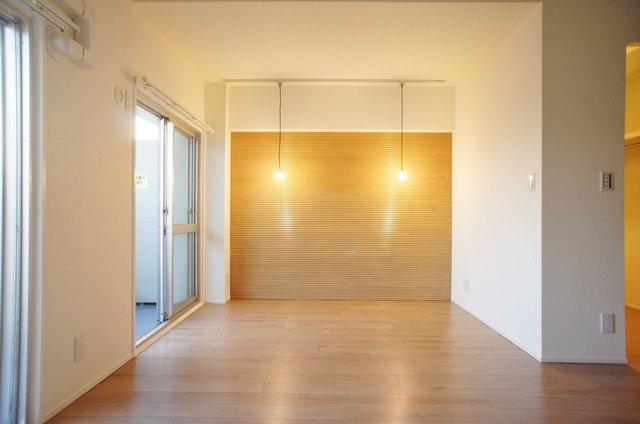 寝室側にはアクセントウォールで空間にメリハリがうまれてます。