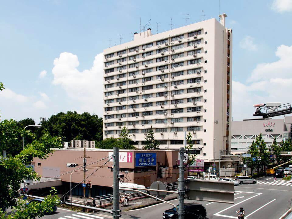 千里桃山市街地住宅:北大阪急行桃山台駅に隣接している