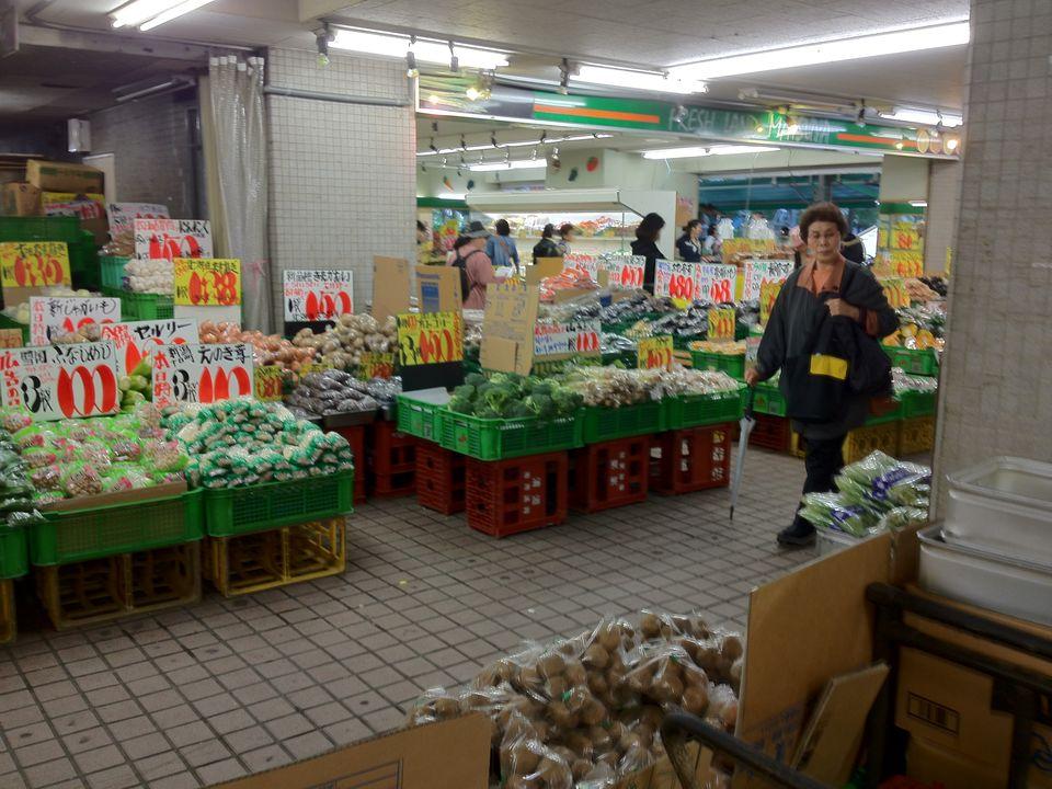 野菜、魚……まさに商店街