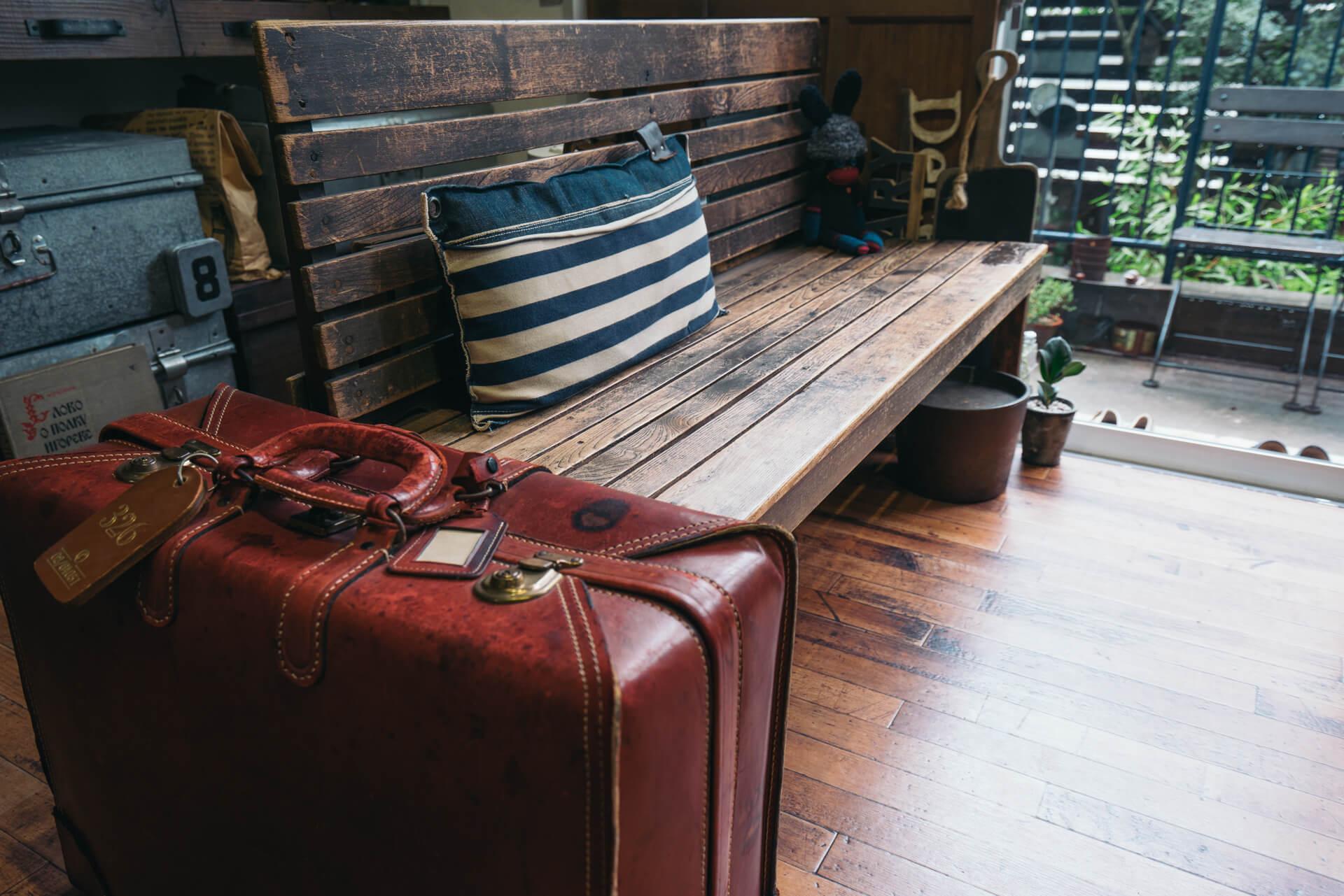 「ソファーは置きません。収納家具も、動かしやすい小ぶりなものが好き。いつも一人で模様替えして楽しんでいます。」