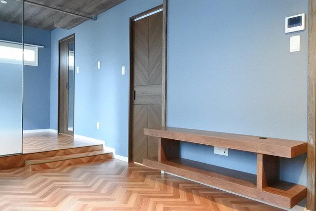 床の模様も可愛い。壁付けの収納がいいですね。