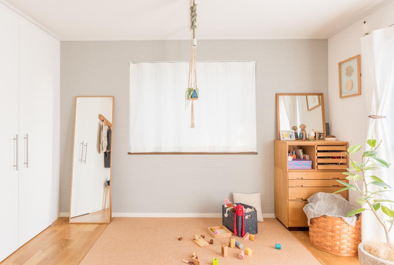 赤ちゃんのいるお宅などでも、コルクタイルは活躍(この部屋はこちら)