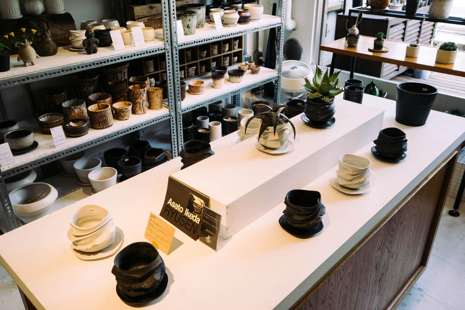 東日本橋・馬喰町の問屋街には、こんなおしゃれな植木鉢専門店も(個性的な植物をひきたてる特別な鉢を探しに。『TOKY(東京・東日本橋)』)
