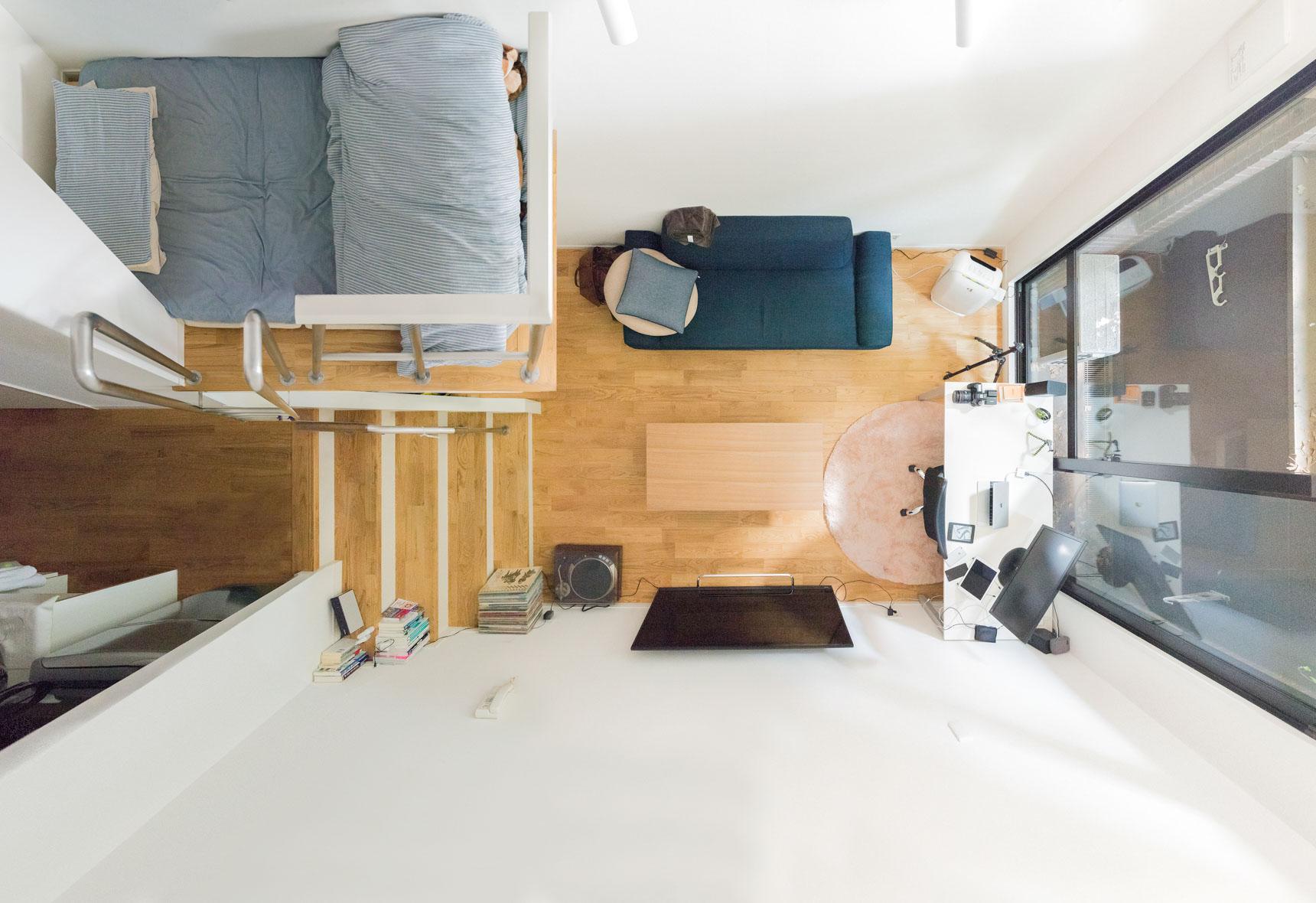 持たない暮らしを徹底している中村さんの部屋。引っ越すときに、部屋に合わせてほとんどの家具は買い換えているそうです(東京、ワンルームで持たない暮らし。男性Webエンジニアの部屋)