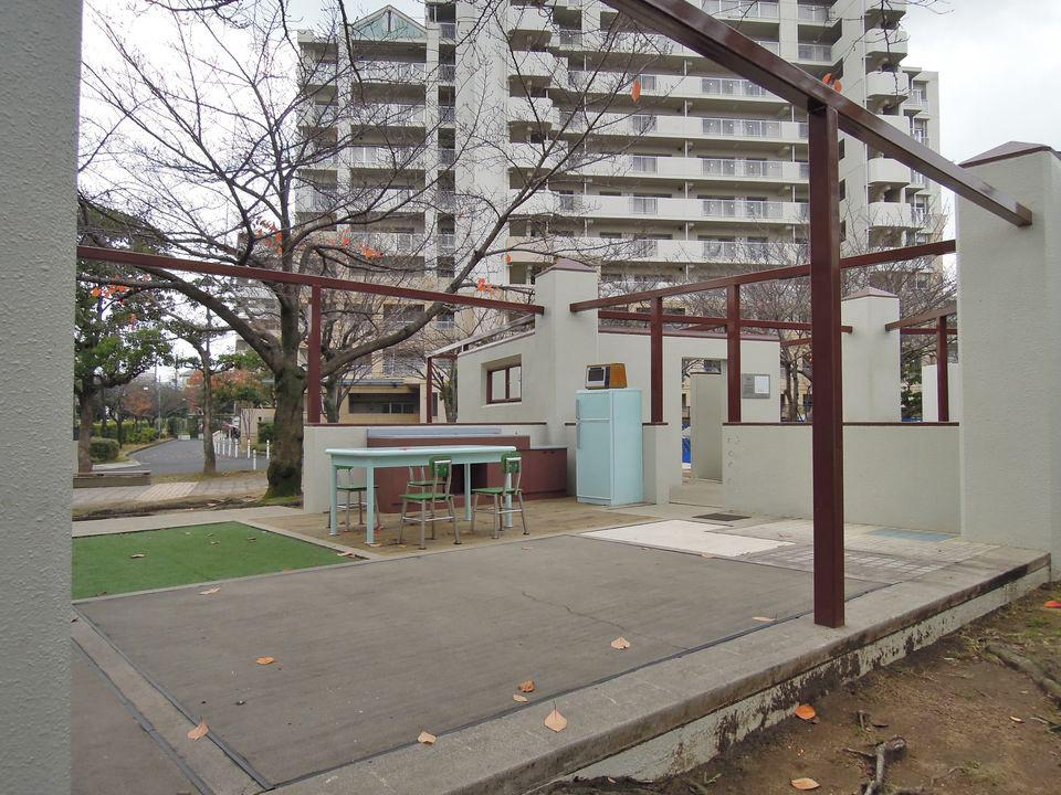 サンヴァリエ金岡スターハウス:公園の東屋はスターハウスの形だけでなくインテリアも再現されている