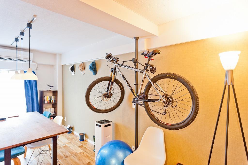 置き場所に困る自転車の収納にも。(参考:これぞ、自分の城。男性ひとり暮らしのインテリア)