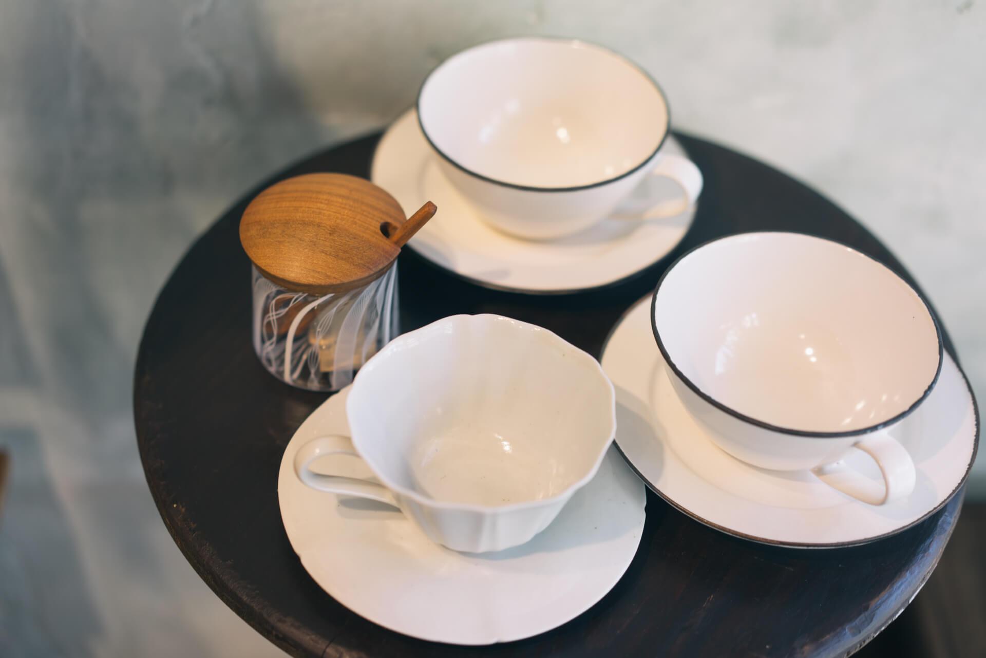 こちらは、大井寛史(おおいひろし)さんのコーヒーカップ。洋食器も多く扱います。