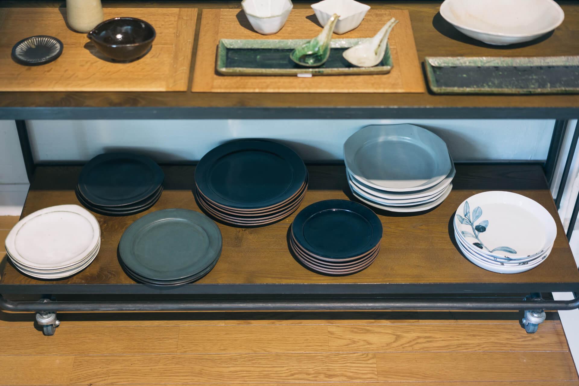 それ1枚で食卓の主役になりそうな、印象的なお皿がたくさん。