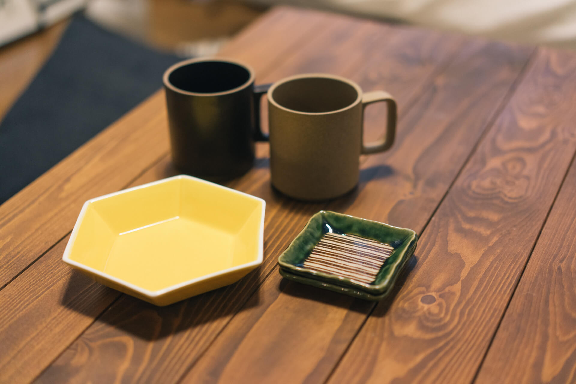 お気に入りの器も見せてもらいました。もらいものの豆皿と、HASAMIのマグカップ。そしてIKEAのお皿。自宅でカフェみたいに楽しめそうです。