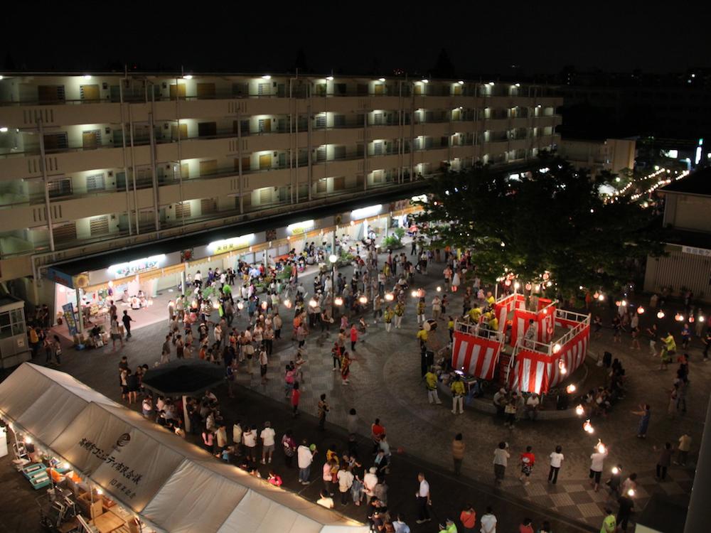 富田団地:自治会活動が活発で季節ごとにイベントが行われる。特に団地の広場をいっぱいに使った盆踊り大会は圧巻。