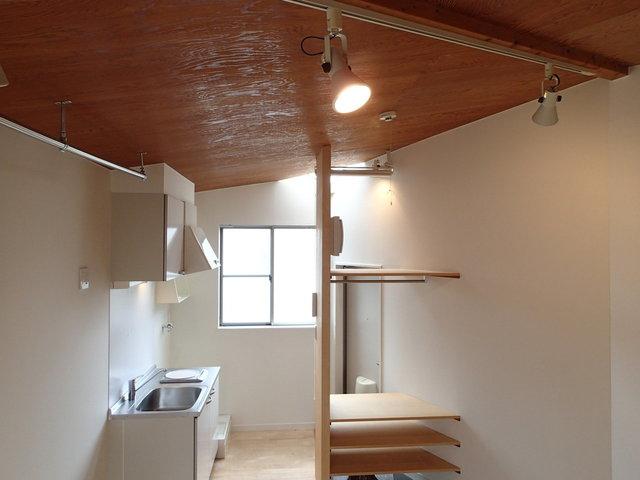 木の天井が、まるでコテージ!