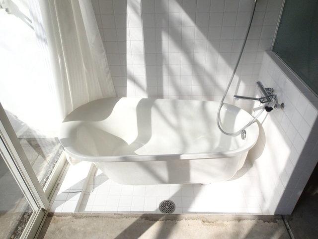 そしてこのお風呂ですよ。なんて明るいんだ……!