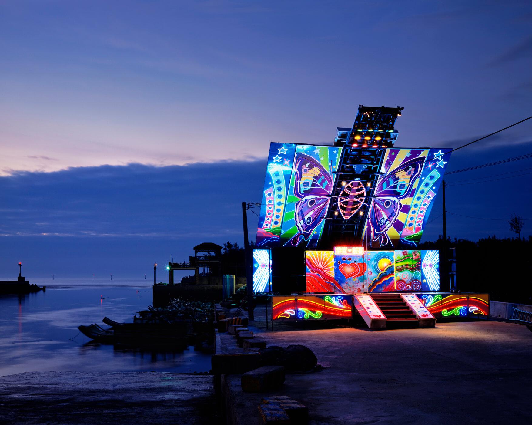 沈昭良《Stage-07-Miaoli County, Taiwan》 Light-jet C Print 40.64×50.8cm 2010 / AKI GALLERY