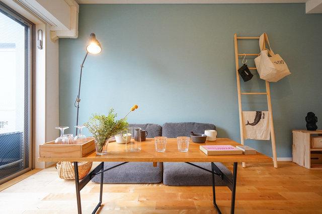 goodroomイチオシの、オリジナルリノベーションの工事も始まりました。無垢の床で、どんな家具でも合わせやすいシンプルデザインが魅力。