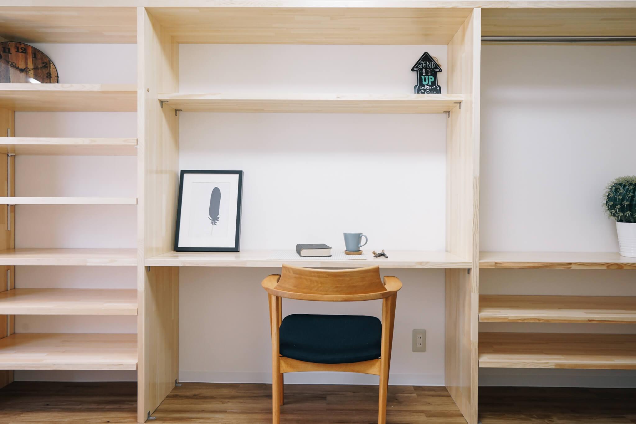 この造作棚、とっても魅力的!本が捨てられない私にぴったり。