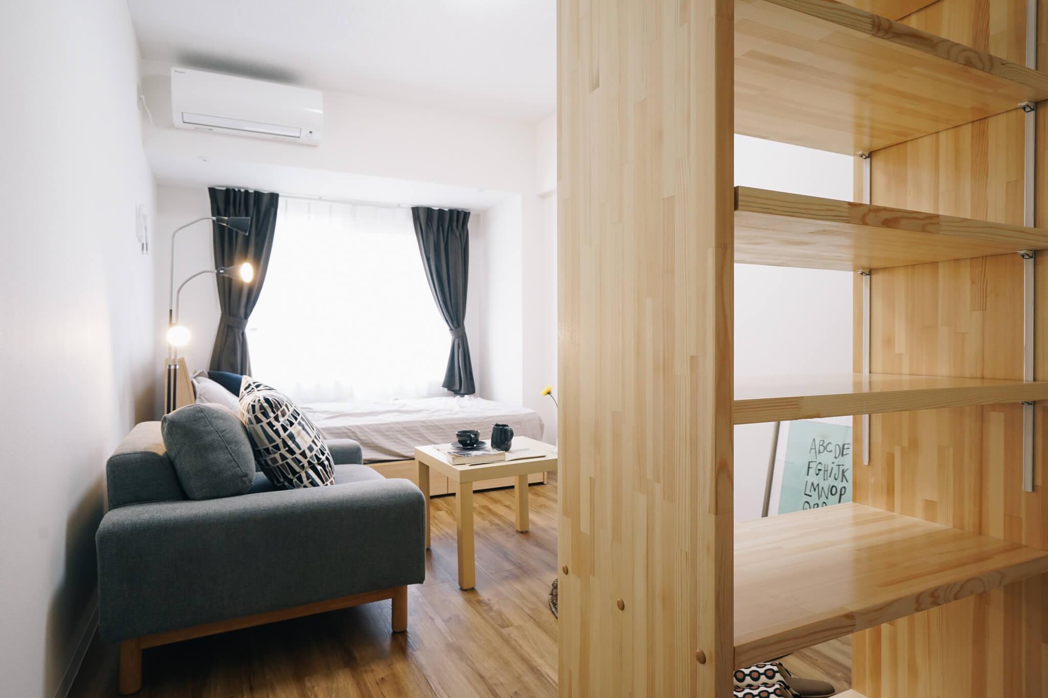 Dタイプのお部屋は、なかなか贅沢な一人がけソファが備え付け。
