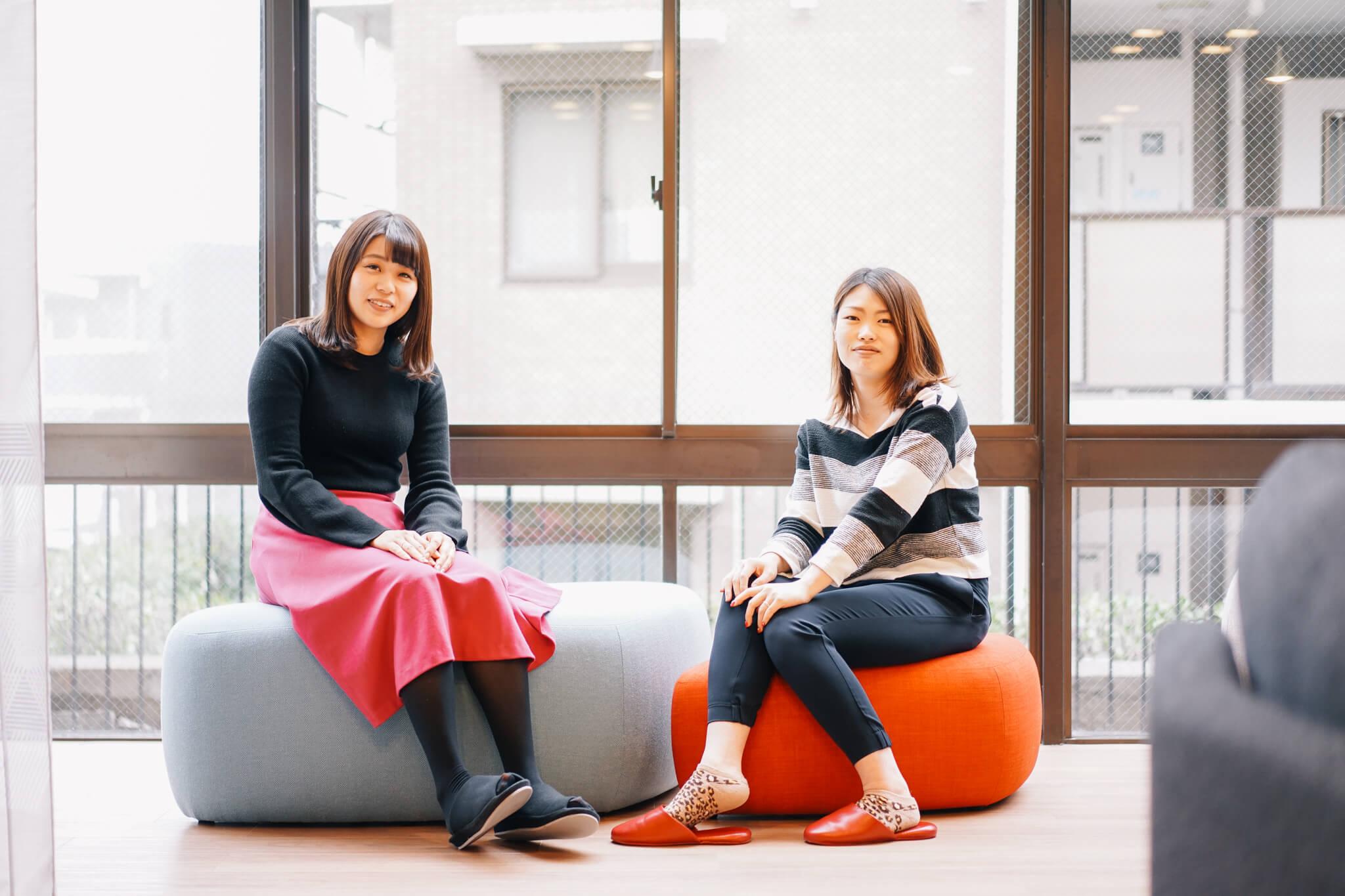 ご案内いただいたのは、ソーシャルレジデンス市ヶ尾のマネージャーに就任した、横田ひかるさん(左)と池田侑以さん(右)。住み込みで管理をしてくださいます。