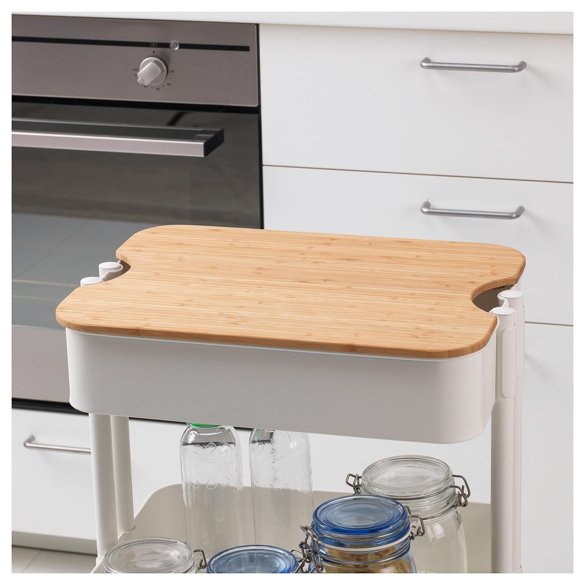 上に載せられるぴったりサイズのまな板も売られているので、小さなキッチンでも活躍します