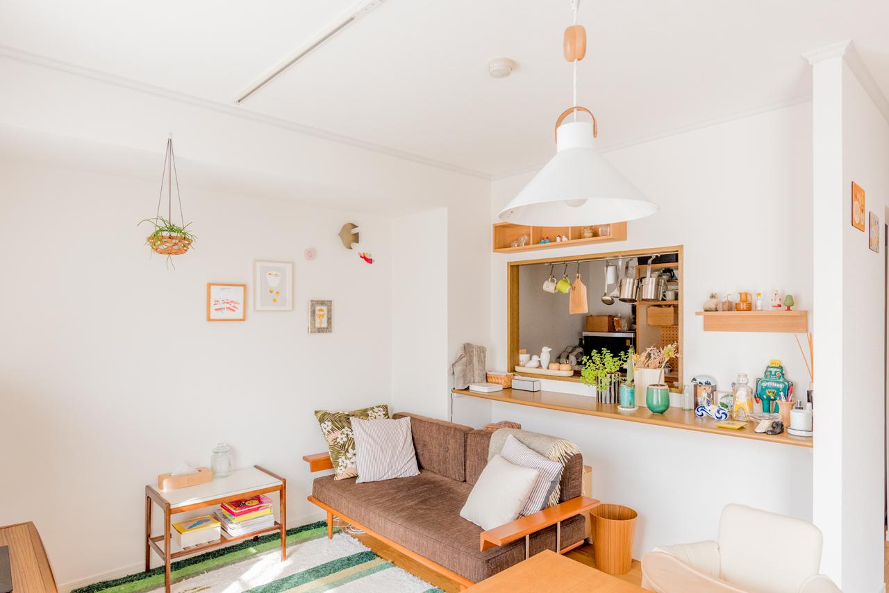 こちらは無印良品の「壁に付けられる家具」を活用した飾り方。