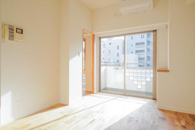 方角を確認するだけでなく、陽を遮る建物がないかどうかなど、眺望もチェックするのが大事です