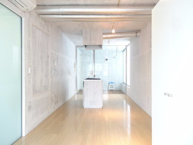 でた。打ちっ放しデザイナーズ。国分寺にだって洒落た部屋はあるのだ。
