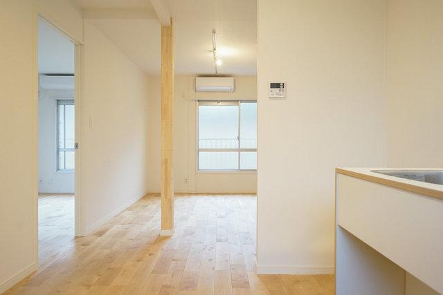 お部屋はカバ桜の無垢床で、しっとりナチュラルな雰囲気。どんな家具にも合いますよ。※写真は完成イメージ、柱はありません